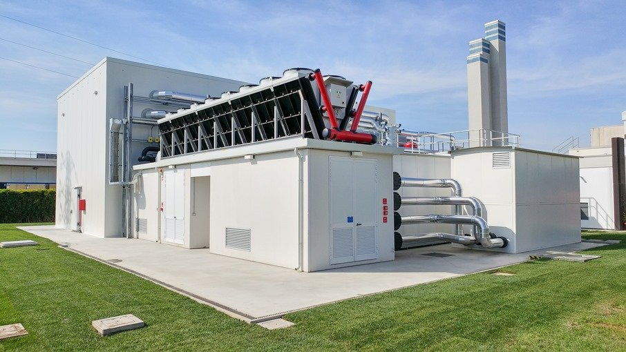 vertiv adiabatic freecooling chiller innovation lab   outside ld