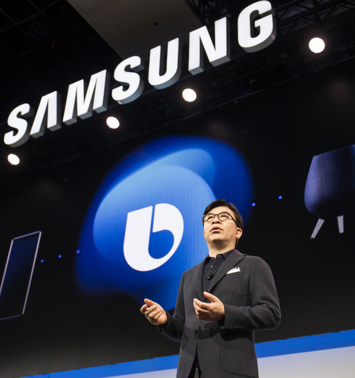 hs kim, president and ceo of consumer electronics division, samsung elec...