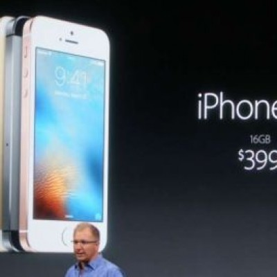 Smartphone, Apple annuncia l'iPhone SE (prezzo a partire da 399 dollari)